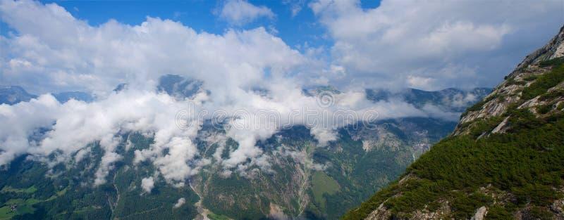 Πανόραμα βουνών της Αυστρίας Tennengebirge επιπλέον ευρέως στοκ εικόνα