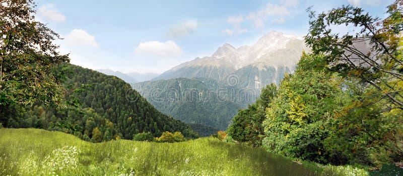πανόραμα βουνών στοκ φωτογραφία