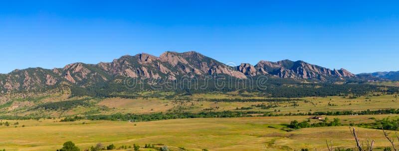Πανόραμα βουνών Flatiron στοκ φωτογραφία