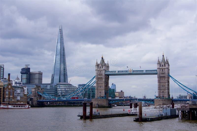 Πανόραμα γεφυρών πύργων συμπεριλαμβανομένου shard στοκ εικόνες