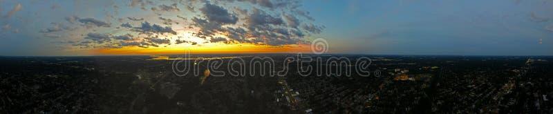 Πανόραμα ενός ηλιοβασιλέματος στοκ φωτογραφίες με δικαίωμα ελεύθερης χρήσης