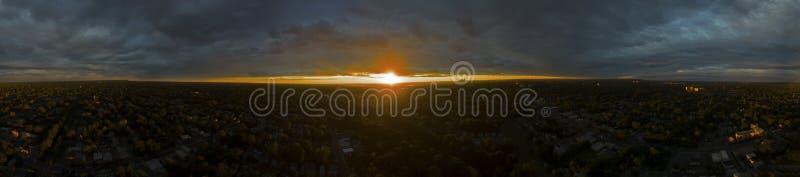 Πανόραμα ενός ηλιοβασιλέματος στοκ εικόνες με δικαίωμα ελεύθερης χρήσης