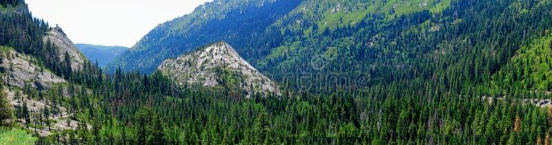 Πανόραμα ενός μικρού τμήματος της οροσειράς βουνά της Νεβάδας από την εθνική οδό 50 κοντά στη λίμνη Tahoe στοκ φωτογραφίες με δικαίωμα ελεύθερης χρήσης
