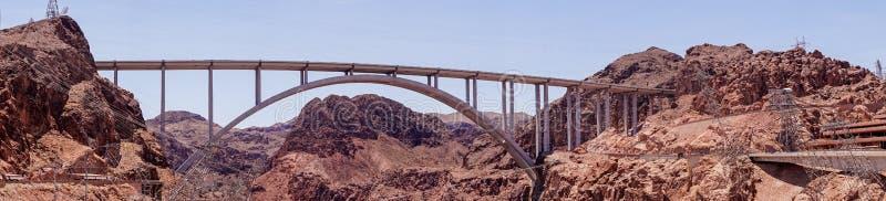 Πανόραμα ερήμων στην Αριζόνα-Νεβάδα και η κατασκευή των υδροηλεκτρικών εγκαταστάσεων φραγμάτων Hoover στοκ φωτογραφία με δικαίωμα ελεύθερης χρήσης