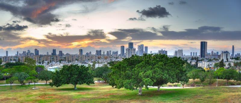 Πανόραμα ηλιοβασιλέματος του Τελ Αβίβ, Ισραήλ στοκ εικόνες