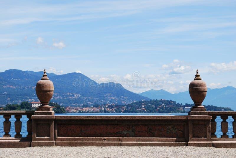 πανόραμα λιμνών maggiore στοκ φωτογραφία με δικαίωμα ελεύθερης χρήσης