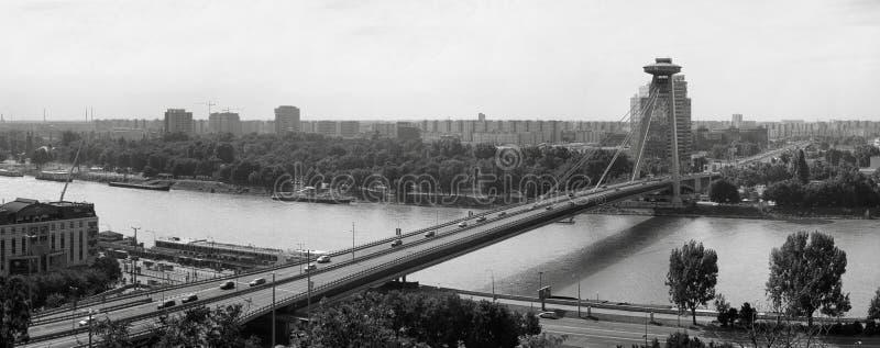 Πανόραμα μιας γέφυρας πέρα από την πόλη στοκ εικόνες με δικαίωμα ελεύθερης χρήσης