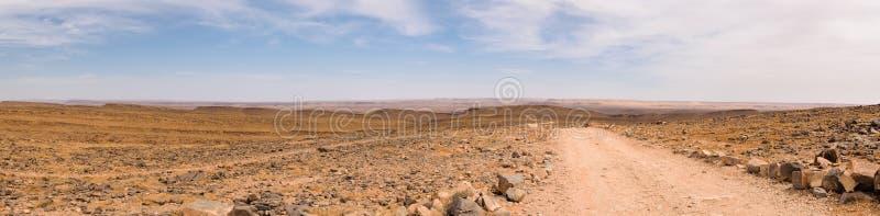 Πανόραμα μιας οδού που οδηγεί στον ορίζοντα, Μαρόκο στοκ εικόνες