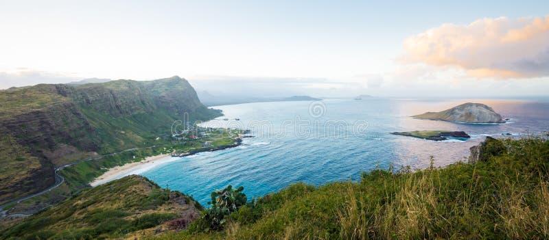 Πανόραμα νότιων ακτών Oahu σε αργά το απόγευμα στοκ εικόνες