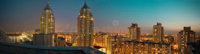 Πανόραμα νύχτας αποβαθρών Obolon στοκ φωτογραφία