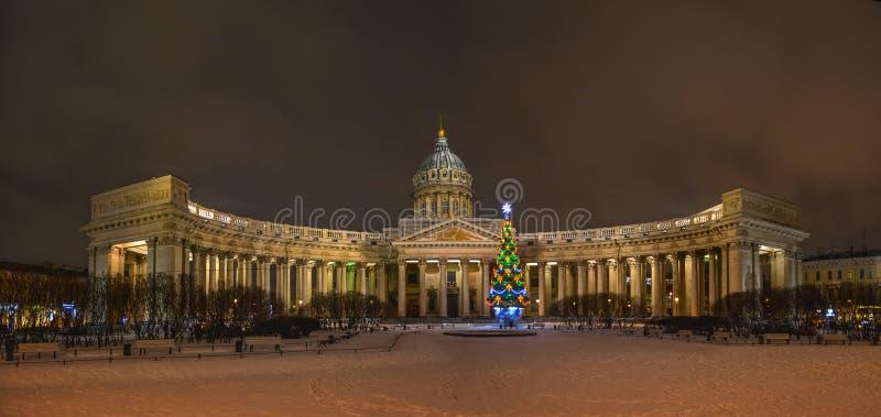 Πανόραμα νύχτας Kazan του καθεδρικού ναού στη Αγία Πετρούπολη στοκ φωτογραφία με δικαίωμα ελεύθερης χρήσης