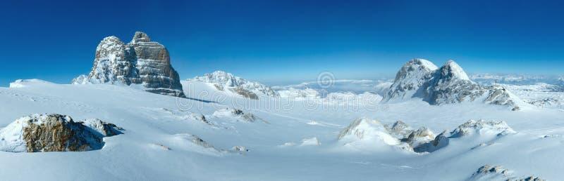 Πανόραμα ορεινών όγκων βουνών χειμερινού Dachstein στοκ φωτογραφίες με δικαίωμα ελεύθερης χρήσης