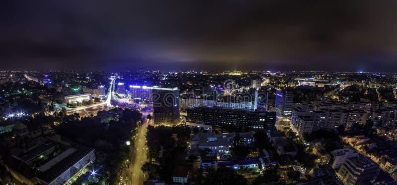 Πανόραμα οριζόντων του Βουκουρεστι'ου τη νύχτα - Piata Victoriei στοκ φωτογραφίες με δικαίωμα ελεύθερης χρήσης