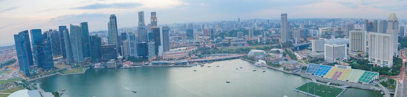 Πανόραμα πόλεων της Σιγκαπούρης με την άποψη κόλπων Σύγχρονο ασιατικό megalopolis στοκ εικόνες με δικαίωμα ελεύθερης χρήσης