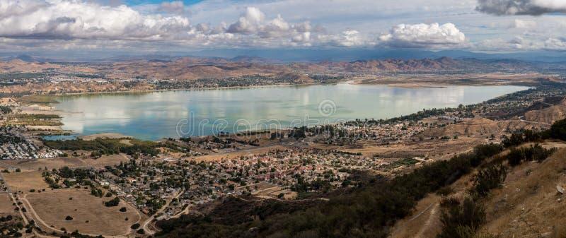 Πανόραμα της λίμνης Elsinore σε Καλιφόρνια στοκ εικόνες