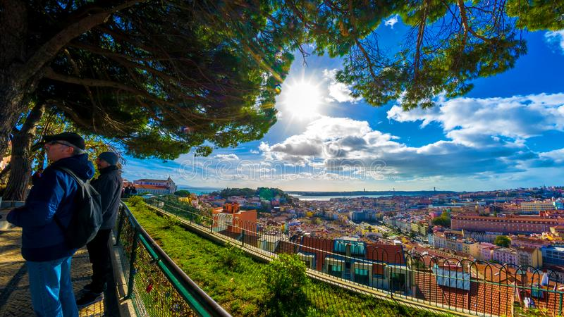 Πανόραμα της Λισσαβώνας από ένα σημείο άποψης στοκ φωτογραφία με δικαίωμα ελεύθερης χρήσης