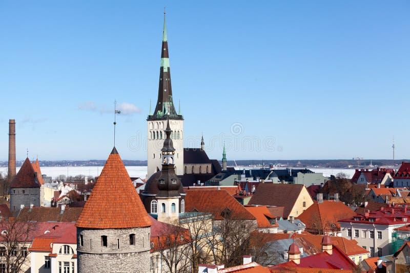 Πανόραμα της μεσαιωνικής παλαιάς πόλης Το ST Olaf η βαπτιστική εκκλησία Όμορφη αρχιτεκτονική Vanalinn, subdistrict στην περιοχή στοκ εικόνα