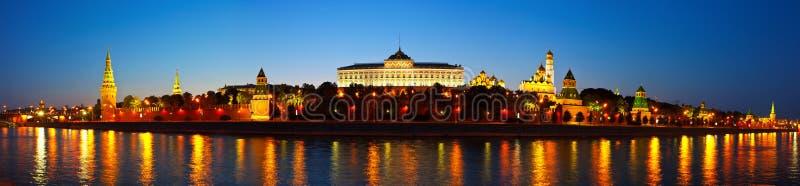 Πανόραμα της Μόσχας Κρεμλίνο στη νύχτα. Ρωσία στοκ φωτογραφία με δικαίωμα ελεύθερης χρήσης
