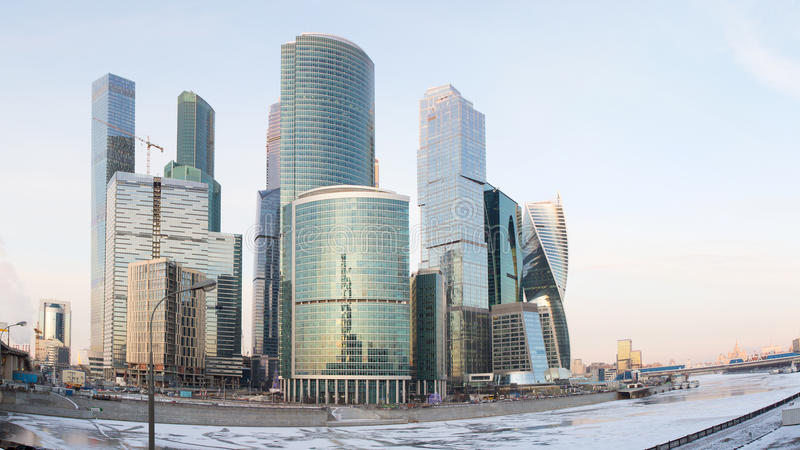Πανόραμα της Μόσχας στο ηλιοβασίλεμα Χειμώνας Μόσχα Ρωσία Πανόραμα που γίνεται από τις πολλαπλάσιες φωτογραφίες στοκ φωτογραφία με δικαίωμα ελεύθερης χρήσης