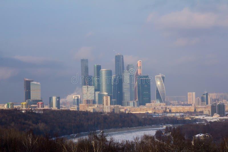 Πανόραμα της Μόσχας στο ηλιοβασίλεμα Χειμώνας Μόσχα Ρωσία Πανόραμα που γίνεται από τις πολλαπλάσιες φωτογραφίες στοκ εικόνα με δικαίωμα ελεύθερης χρήσης