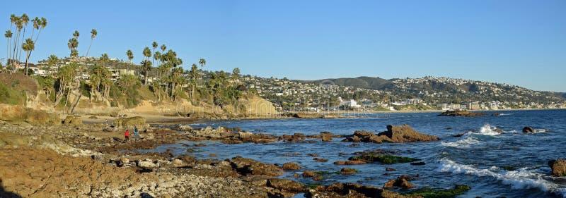 Πανόραμα της παραλίας σωρών βράχου, του πάρκου Heisler και του Λαγκούνα Μπιτς, Καλιφόρνια στοκ εικόνες με δικαίωμα ελεύθερης χρήσης