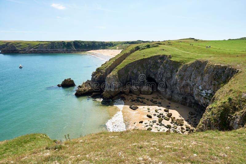 Πανόραμα της παραλίας Barafundle, κόλπος κοντά σε Stackpole, Pembrokeshire, Ουαλία, U Κ στοκ φωτογραφία με δικαίωμα ελεύθερης χρήσης