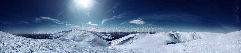 Πανόραμα της περιοχής σκι Dragobrat από τα βουνά karpathians στοκ φωτογραφίες