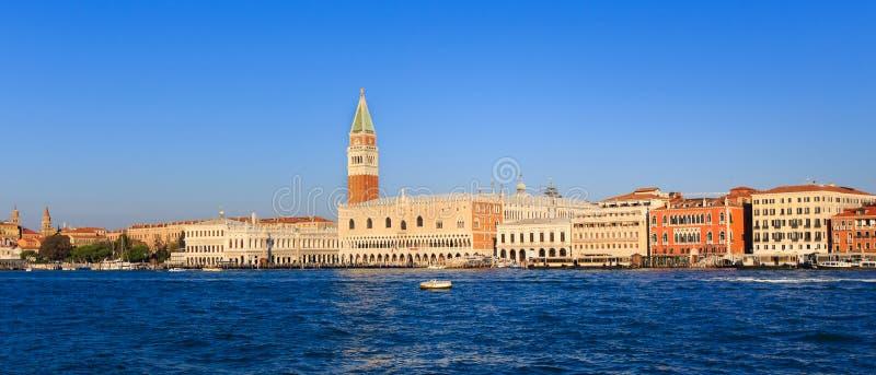 Πανόραμα της πλατείας SAN Marco στη Βενετία, από τη θάλασσα στοκ εικόνες με δικαίωμα ελεύθερης χρήσης