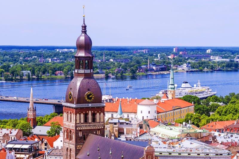 Πανόραμα της Ρήγας, άποψη του καθεδρικού ναού θόλων στοκ εικόνα με δικαίωμα ελεύθερης χρήσης