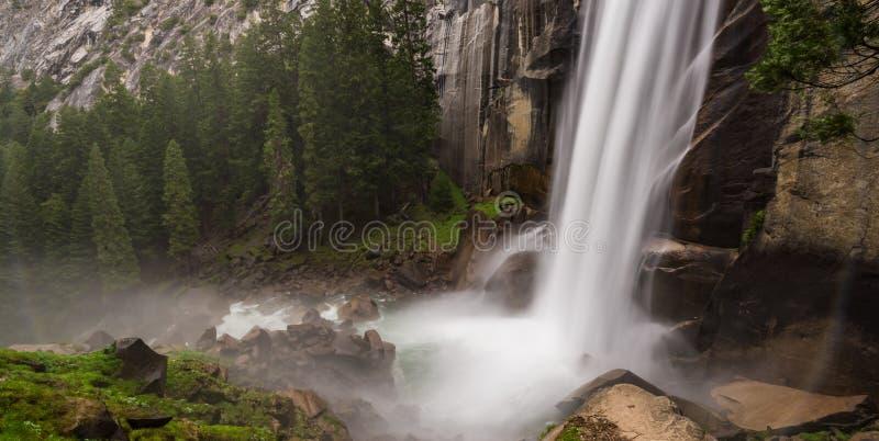 Πανόραμα της Vernal πτώσης στο εθνικό πάρκο Yosemite στοκ εικόνα με δικαίωμα ελεύθερης χρήσης