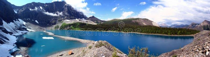 Πανόραμα τοπίων λιμνών βουνών στοκ φωτογραφίες με δικαίωμα ελεύθερης χρήσης