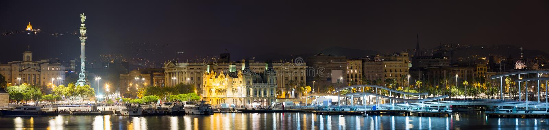 Πανόραμα του λιμένα στη Βαρκελώνη στη νύχτα στοκ φωτογραφία