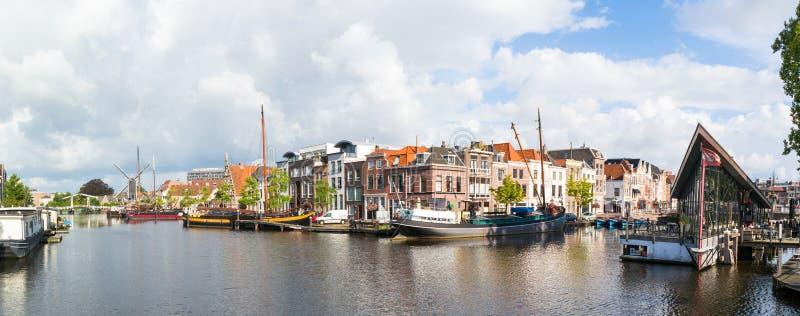 Πανόραμα του καναλιού Galgewater στο Λάιντεν, Κάτω Χώρες στοκ εικόνα με δικαίωμα ελεύθερης χρήσης