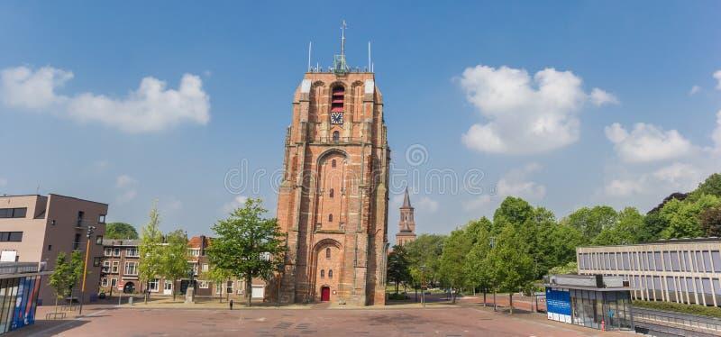 Πανόραμα του κλίνοντας πύργου Oldehove στο leeeuwarden στοκ φωτογραφίες
