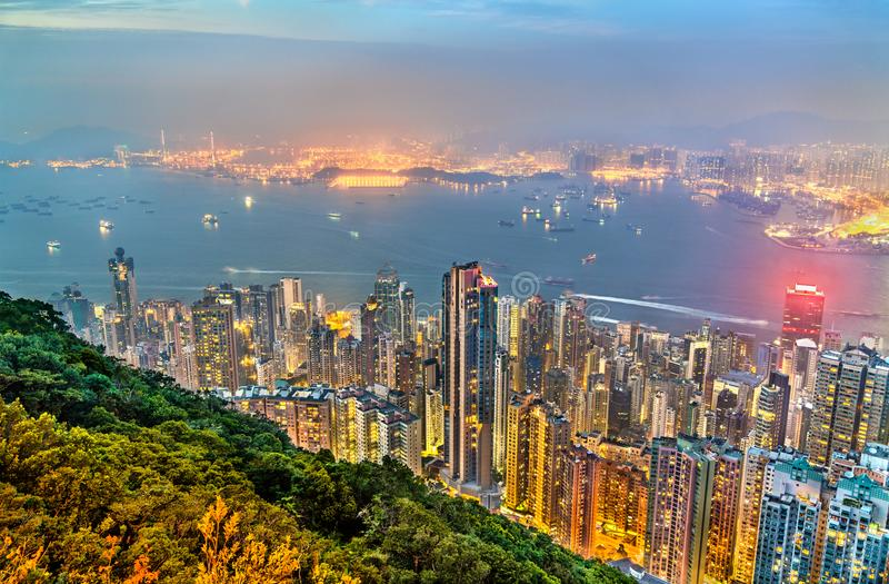 Πανόραμα του νησιού Χονγκ Κονγκ το βράδυ, Κίνα στοκ εικόνα