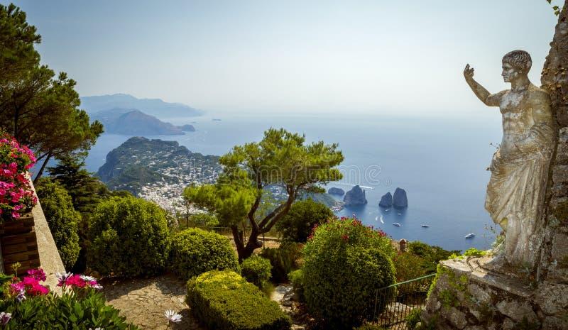 Πανόραμα του νησιού Capri από το υποστήριγμα Solaro στοκ εικόνα