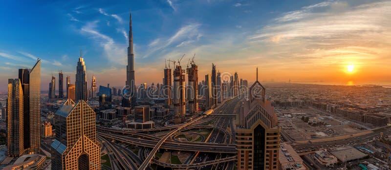 Πανόραμα του Ντουμπάι κεντρικός στην ανατολή στοκ φωτογραφία