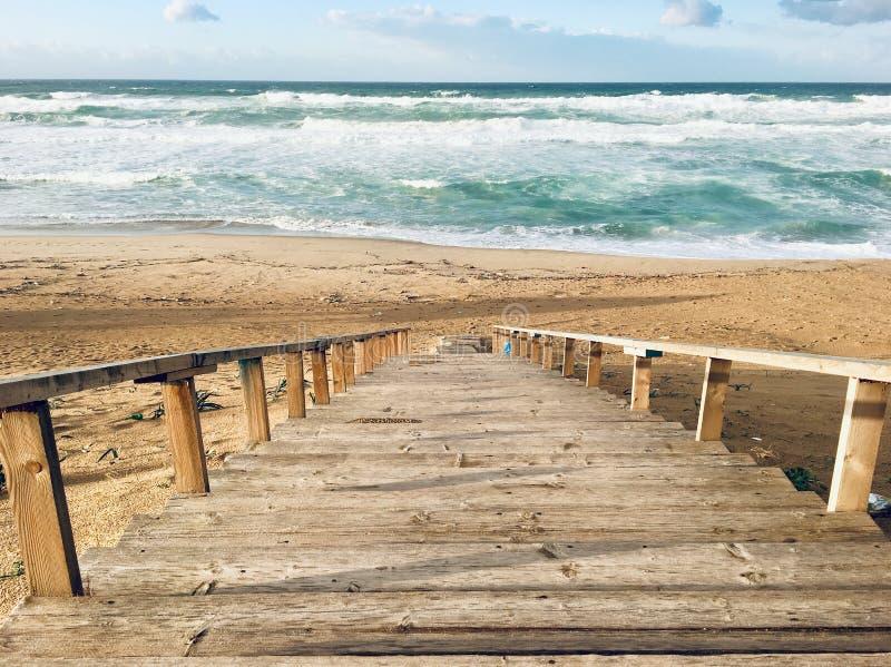 Πανόραμα του παρθένου μεσογειακού τοπίου ακτών σε Skikda, Αλγερία στοκ εικόνες