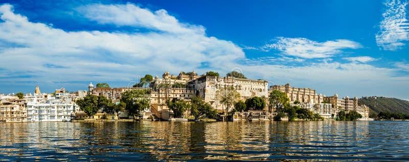 Πανόραμα του παλατιού πόλεων Ινδία udaipur στοκ εικόνα με δικαίωμα ελεύθερης χρήσης