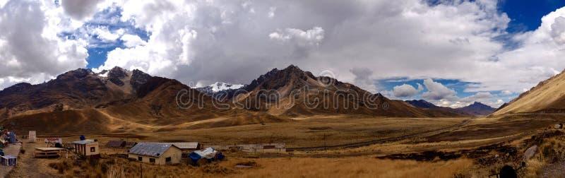 Πανόραμα του περάσματος Λα Raya Abra στις περουβιανές Άνδεις στοκ εικόνα
