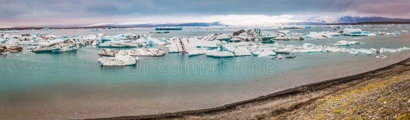 Πανόραμα του συνόλου λιμνών των παγόβουνων στην Ισλανδία στοκ φωτογραφία