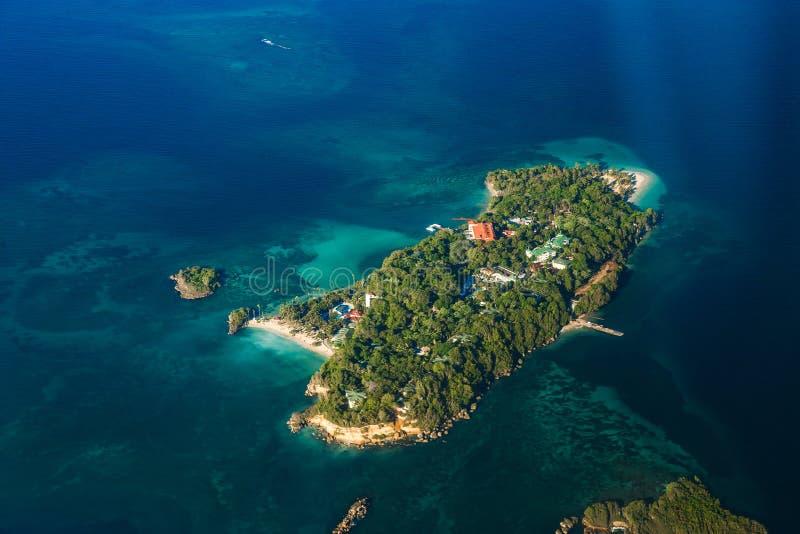 Πανόραμα του τροπικού νησιού, άποψη από στοκ φωτογραφία με δικαίωμα ελεύθερης χρήσης