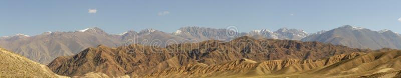 Πανόραμα του φαραγγιού κοιλάδων ποταμών Chu στο αγροτικό Κιργιστάν στοκ φωτογραφία