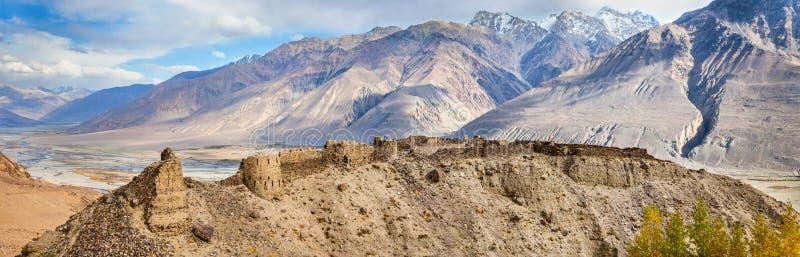 Πανόραμα του φρουρίου Yamchun, Ishkashim, Pamir, Τατζικιστάν στοκ φωτογραφία με δικαίωμα ελεύθερης χρήσης