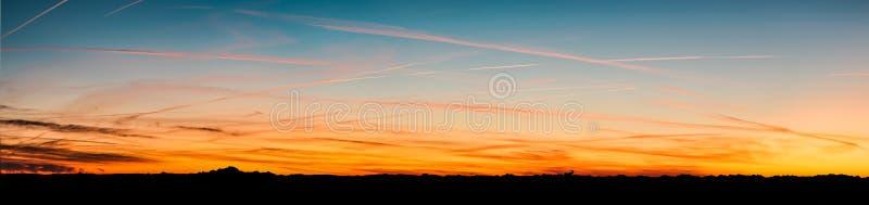 Πανόραμα των βουνών Άλπεων που βλέπουν από Beaujolais, Γαλλία στοκ εικόνα με δικαίωμα ελεύθερης χρήσης