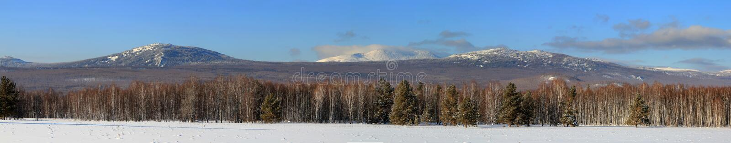 Πανόραμα των βουνών Ural στοκ εικόνα με δικαίωμα ελεύθερης χρήσης