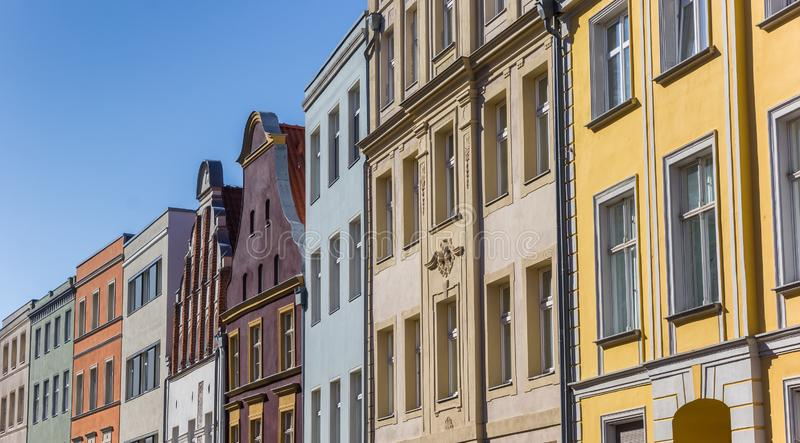 Πανόραμα των ζωηρόχρωμων σπιτιών στη χανσεατική πόλη Stralsund στοκ φωτογραφία