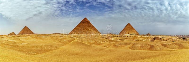 Πανόραμα των πυραμίδων Giza στην έρημο, Αίγυπτος στοκ φωτογραφία με δικαίωμα ελεύθερης χρήσης
