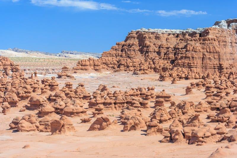 Πανόραμα των πυραμίδων βράχου Hoodoo στο κρατικό πάρκο Γιούτα ΗΠΑ κοιλάδων Goblin στοκ φωτογραφία με δικαίωμα ελεύθερης χρήσης