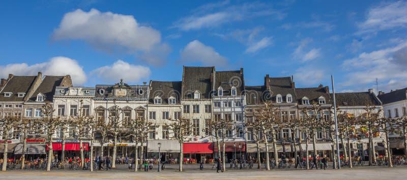 Πανόραμα των φραγμών και των εστιατορίων στο Vrijthof στο Μάαστριχτ στοκ φωτογραφία με δικαίωμα ελεύθερης χρήσης